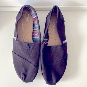 Toms women's classic slip on size 8 never worn
